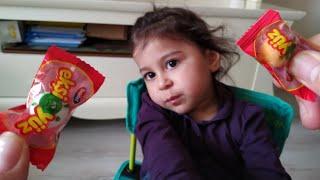 Ayşe Ebrar İlk Defa Ekşi Sakız Yedi. Tadını Hiç Beğenmedi, Ağladı. For Kids Video