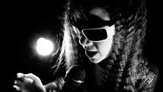 Скачать SAVE ME 11 Year Old ROCK Singer Sara Motion Device