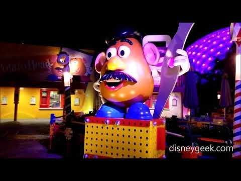 Shanghai Disneyland: Toy Story Land - Toy Box Cafe - Mr. Potato Head Greeter