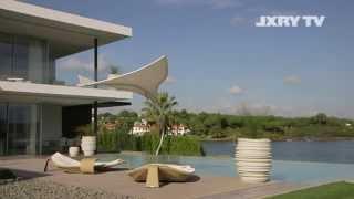 John De Mol Verkoopt Ouderlijk Huis Aan Els Blokker Nu Alleen Zijn Eigen Villa Nog Tweede Huis Linda De Mol Portugal