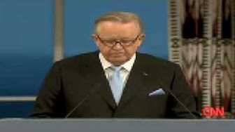 President Martti Ahtisaari accepts the Nobel Peace Prize