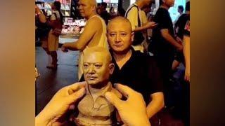 الفنان الصيني يخلق واقعية التماثيل الطينية