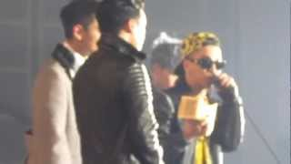 [FAN CAM] 121130 MAMA 2012 BIGBANG ARTIST OF THE YEAR award