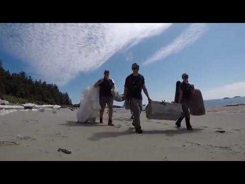 Nettoyage des plages dans la réserve de parc national Pacific Rim
