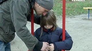 Что нужно знать детям, чтобы не попасть в неприятности на улице? | Критическая точка(Инструктор по самообороне расскажет, что нужно знать детям, чтобы не попасть в неприятности на улице., 2013-11-18T14:52:21.000Z)
