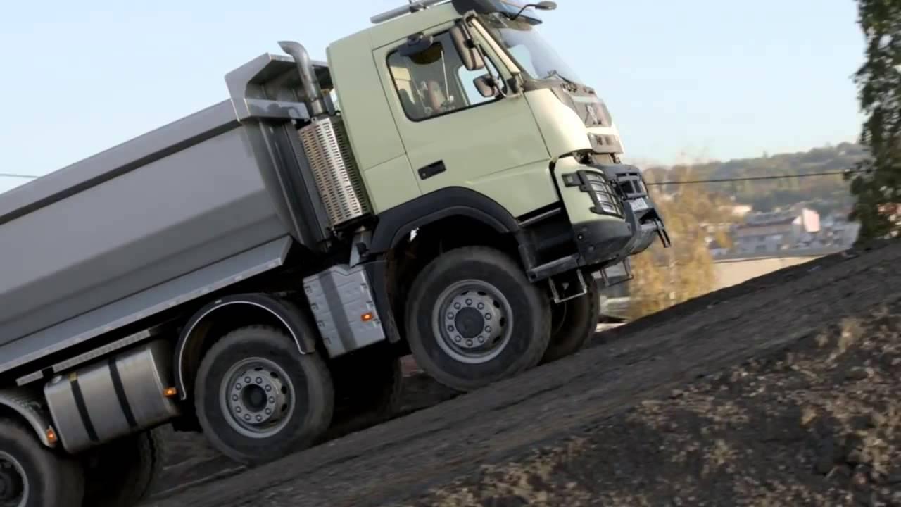 a 4 anni guida un camion da 18 tonnellate  incredibile