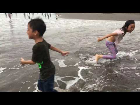 berenang-dan-bermain-di-pantai-parangtritis-jogjakarta