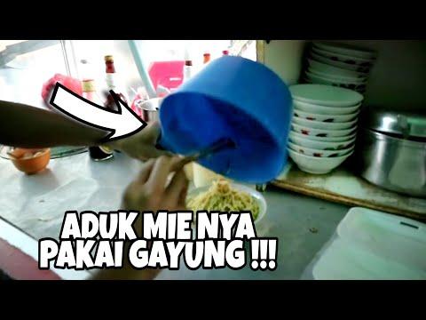 ngaduk-mie-nya-pakai-gayung-!!!-mie-bangka-halal
