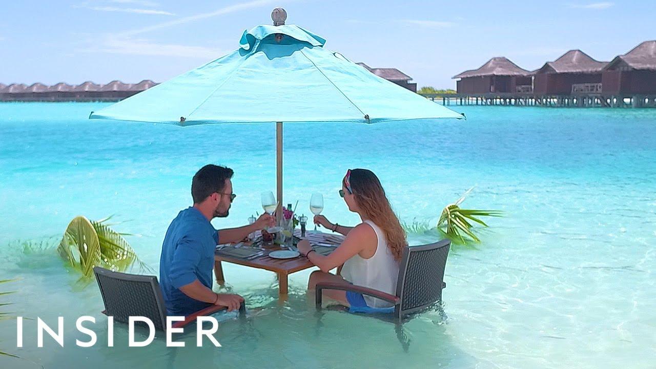 Двојно задоволство: Ручек сервиран во океан на Малдивите