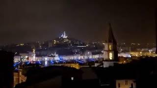 Marseille : un bel éclair à quelques mètres de la Bonne-Mère