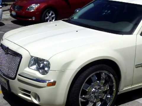 Chrysler 300C con rines cromados - YouTube