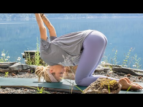 15 Min Yoga Flow To Feel Good In Difficult Times | Yoga Movement Therapy