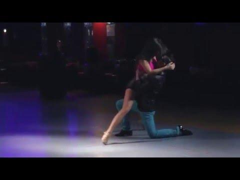 Ricky Martin  Disparo al corazón  Axel Antezana & Daia Arlettaz