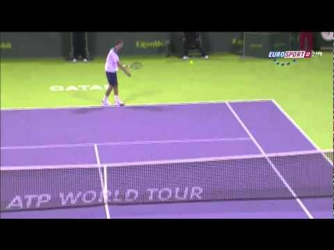 Roger Federer yet another tweener (Doha).flv
