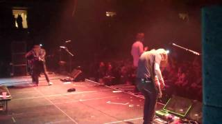 "Cavo ""Champagne"" live with Shim from Sick Puppies"