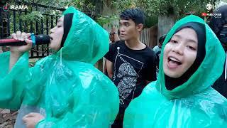 walau hujan tak jadi masalah rela terhanyut dalam kemesraan [] Irama Dopang