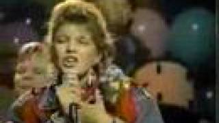 "Stacy Ferguson (Fergie / Kids Inc) sings ""Only in my Dreams"""