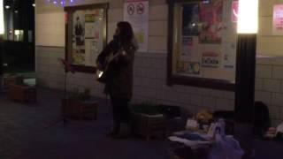去年の冬の路上ライブから1曲。 普段はライブハウスやカフェで、歌って...