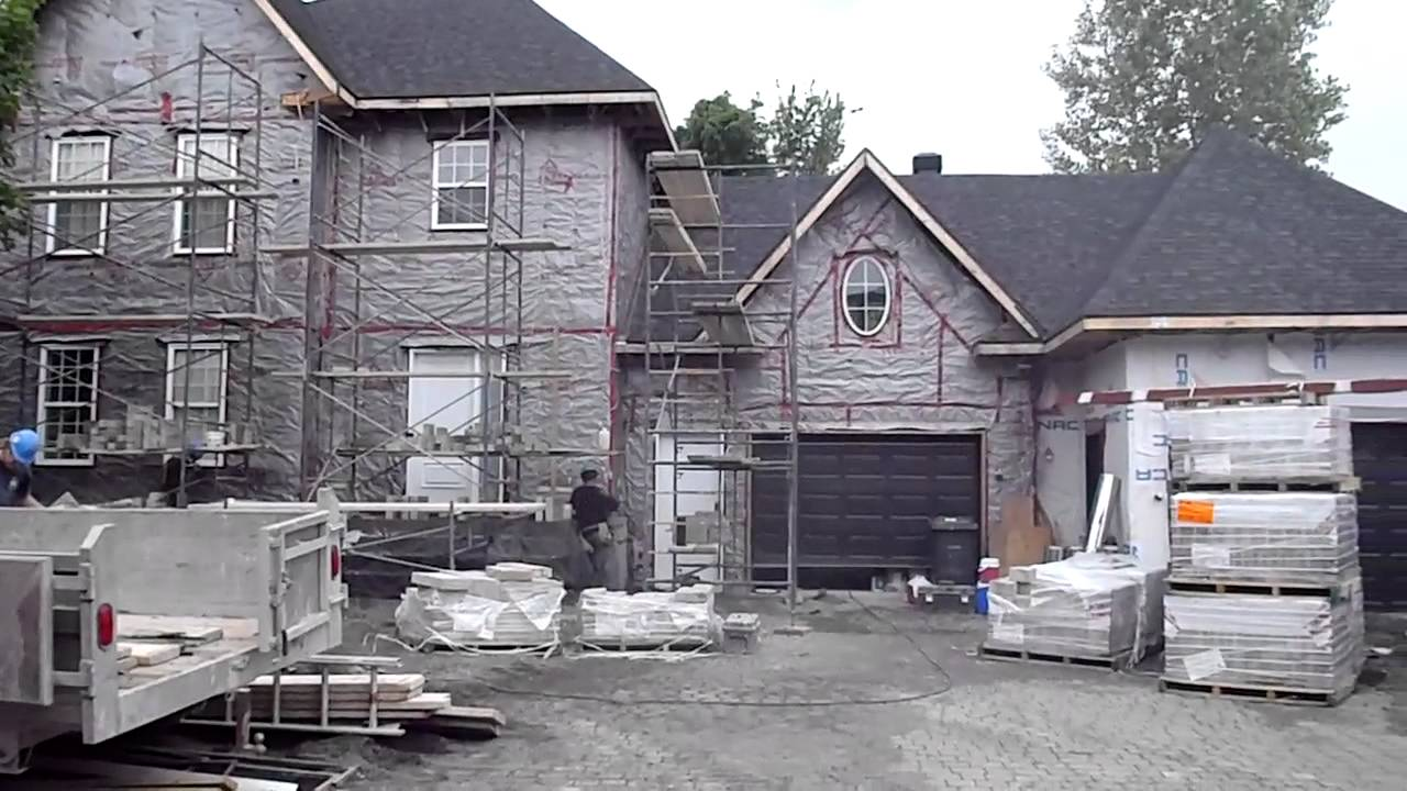 Pose de briques rev tement ext rieur permacon youtube for Revetements exterieur de maison
