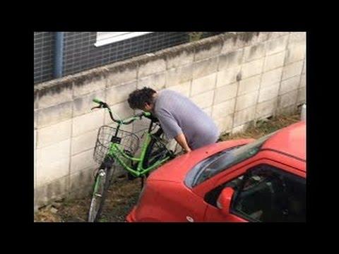 ありえない!!女子高生の自転車サドルを舐め回すオヤジ!!?男性の行為は犯罪?今、話題に。。。