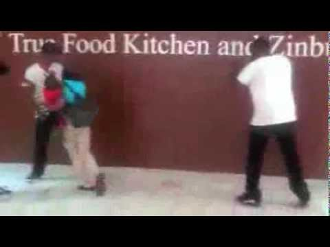 Gucci Mane Fighting In Atlanta Mall Youtube