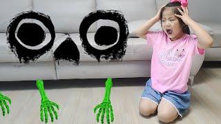 쇼파 밑에 무엇이 있길래? 서은이의 소파밑 괴물 정체 신비아파트 Monster under Sofa
