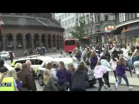 Justin Bieber chased by crazy fans in Oslo, Norway