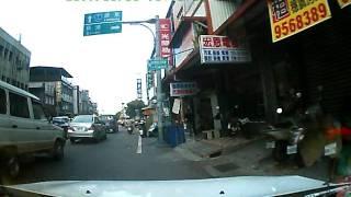 違規闖紅燈 換來迎面撞擊