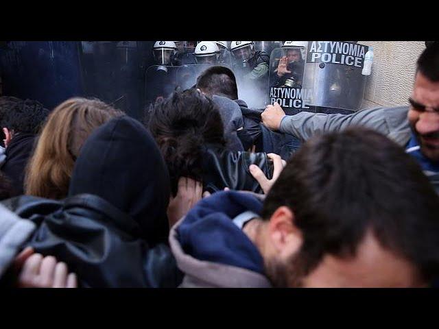 <h2><a href='https://webtv.eklogika.gr/__trashed-176' target='_blank' title='Χημικά σε διαδήλωση κατά των πλειστηριασμών στην Αθήνα'>Χημικά σε διαδήλωση κατά των πλειστηριασμών στην Αθήνα</a></h2>