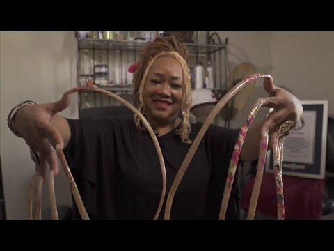 منوعات الآن | امرأة تدخل موسوعة غينيس لطول أظافرها