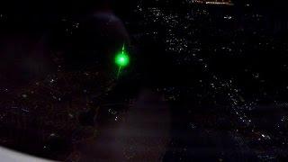 NEVER aim laser pointers at aircraft / NUNCA apunten a aviones con punteros laser