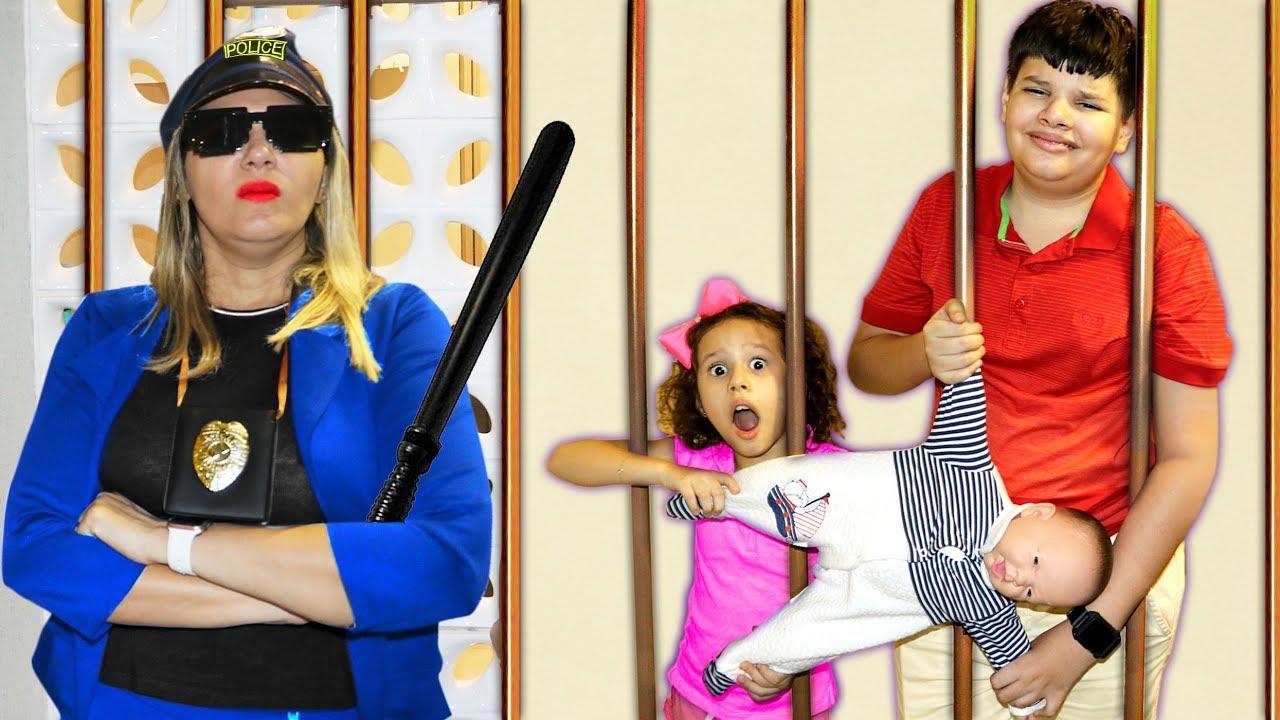 Minha mãe Finge Brincar de Ser POLICIAL! E Valentina salva o BEBÊ REBORN