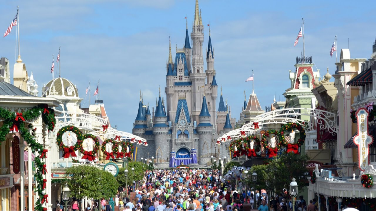 christmas holiday decorations at the magic kingdom 2014 including new garland walt disney world youtube