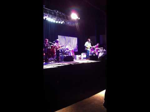 Vince Gill plays Duane Allman's 1957 Les Paul Goldtop - Macon, GA May 5th, 2011