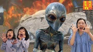 우주괴물 외계인이 나타났다! UFO 외계인과 마법문 우주괴물 유령 외계유령 ALIEN MONSTER and Magic door l Alien in my house