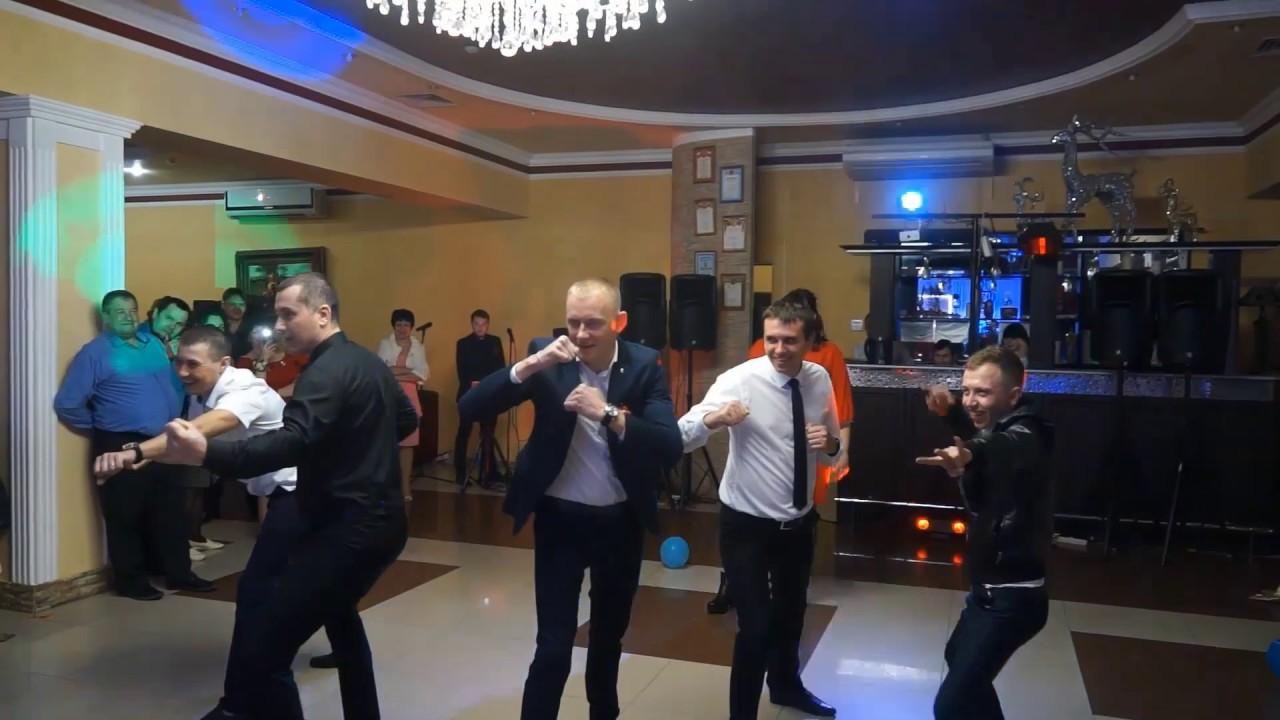 Прикольный конкурс на свадьбе парни вместо девушек