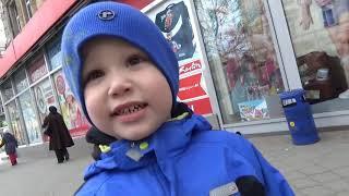 VLOG поход в детский магазин СМИК игрушки Children's Toys Store assortment(Макс с семьей отправились в детский универмаг СМИК в Одессе, гуляют по магазину игрушек, знакомство с ассор..., 2015-04-16T12:46:32.000Z)