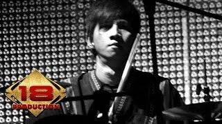 Video Ungu - Sejauh Mungkin (Live Konser Pontianak 4 Juli 2006) download MP3, 3GP, MP4, WEBM, AVI, FLV Maret 2018