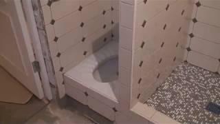 Душ и туалет для любимой собаки в котельной частного дома