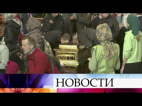 ВМоскве кмощам Николая Чудотворца растянулась очередь.