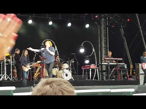 Simply red live at Doncaster 2016