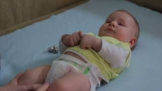 Смотреть видео  если малыш покушал и срыгивает