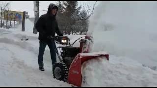 Уборка снега трехступенчатым снегоуборщиком Wolf Garten Expert 76130 HD смотреть