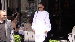 Bella Hadid goes to l'Avenue restaurant in Paris