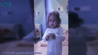 Прикол. Девочка поёт песню.охуительная(ах удивительная)😂😂😂😂