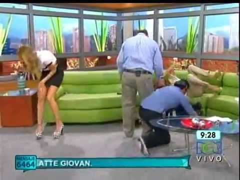 Caida de Milena López del sofa en Muy Buenos Dias Canal RCN