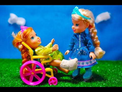 Elsa and Anna toddlers-ACCIDENT!! magic...