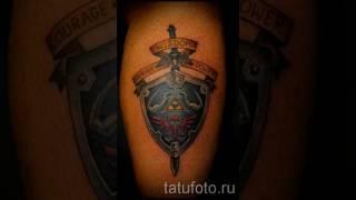 Фото тату щит и меч для статьи про значение татуировки с мечем и щитом