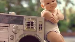 Anak kecil bermain sepatu roda music versi #pokemon