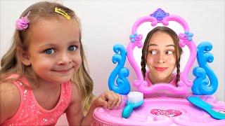 Майя и папа играют в детский салон красоты